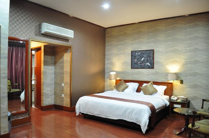 Hotel Seruni Batu Ampar Compare Deals