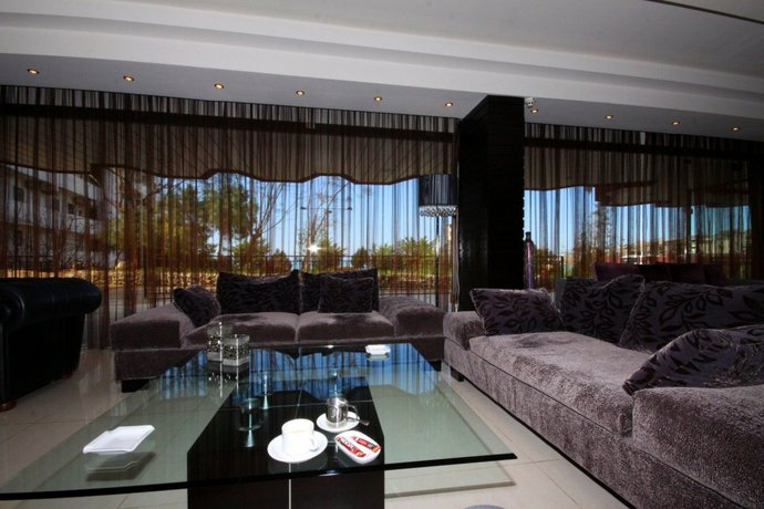 rivoli palace hotel jounieh comparez les offres. Black Bedroom Furniture Sets. Home Design Ideas