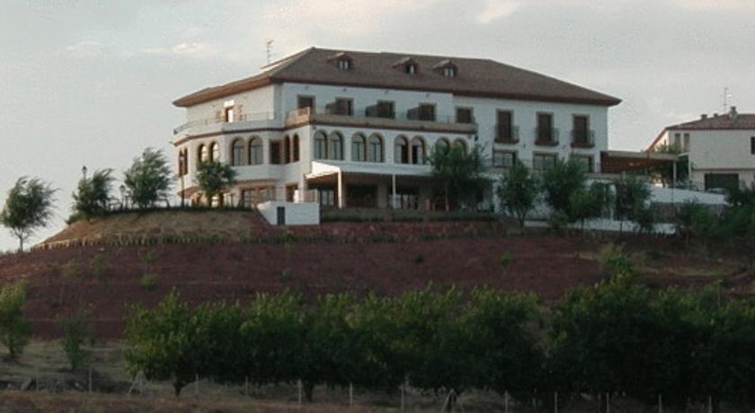 Hotel restaurante banos banos de la encina compare deals - Banos de la encina espana ...