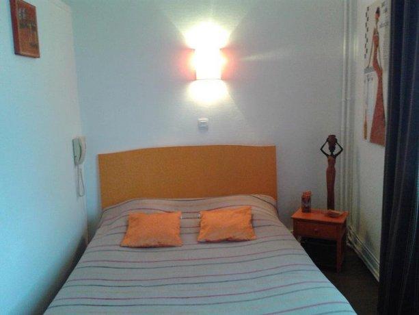 hotel de paris alencon compare deals. Black Bedroom Furniture Sets. Home Design Ideas