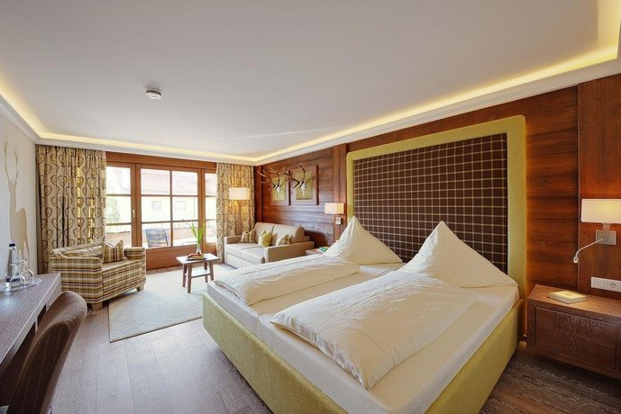 Hotel gasthof alte post holzkirchen compare deals for Holz küchen