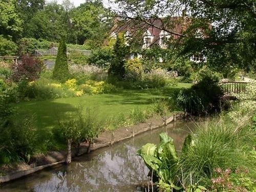 Gites du jardin francais ermenonville compare deals for Jardin francais