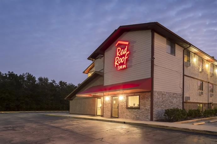 Red Roof PLUS+ Neptune Beach – Jacksonville Beach is a cheap hotel in Neptune Beach, FL with a pool & complimentary breakfast located by the Atlantic & Jacksonville beaches.