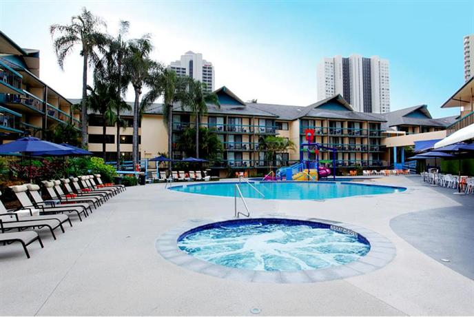 Paradise resort gold coast compare deals for Splash pool show gold coast