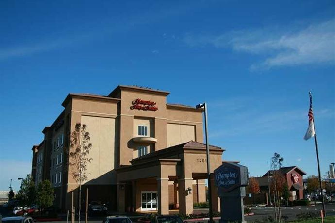 Pittsburg Hampton Inn and Suites