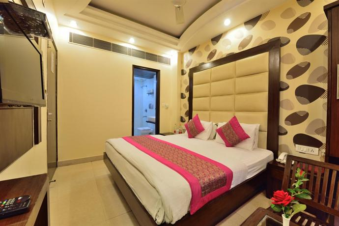 Hotel aman international new delhi compare deals for Decor international delhi