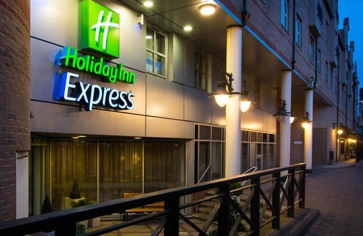 holiday inn express london hammersmith compare deals. Black Bedroom Furniture Sets. Home Design Ideas