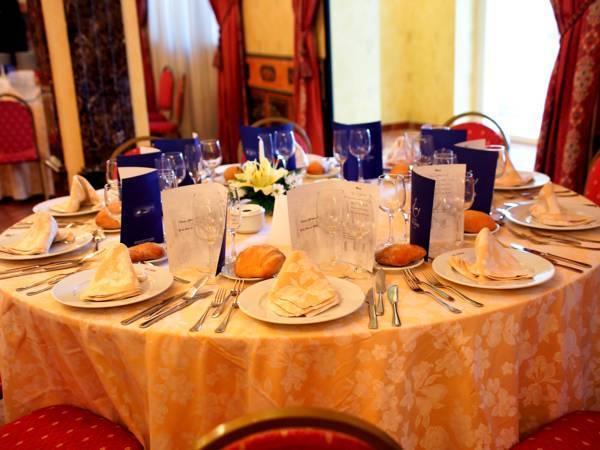 El cisne hotel zaragoza compare deals for Luxury hotel zaragoza