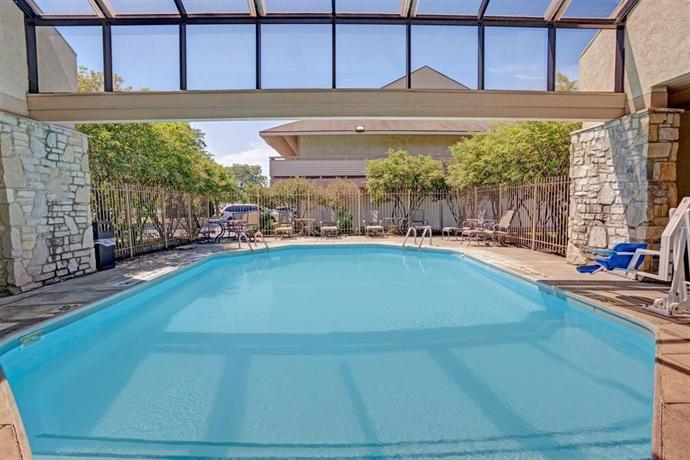 Days Inn & Suites by Wyndham Memphis East Monroe