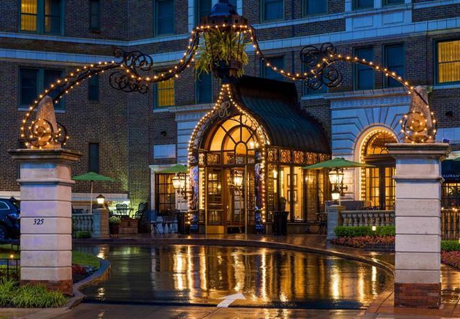 The Raphael Hotel - Kansas City A Marriott Luxury & Lifestyle Hotel