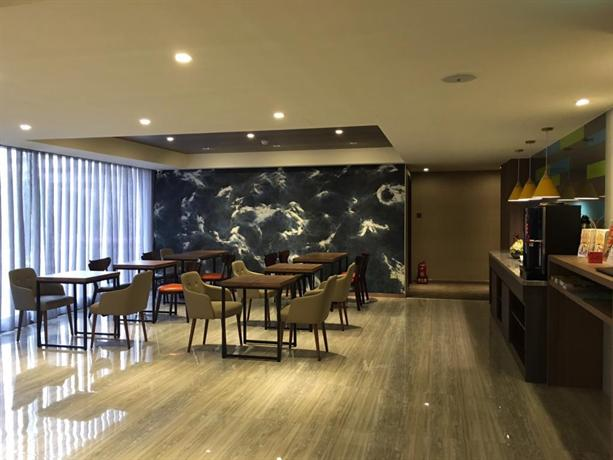 Ximen hotel taipei city compare deals for Design ximen hotel zhonghua review