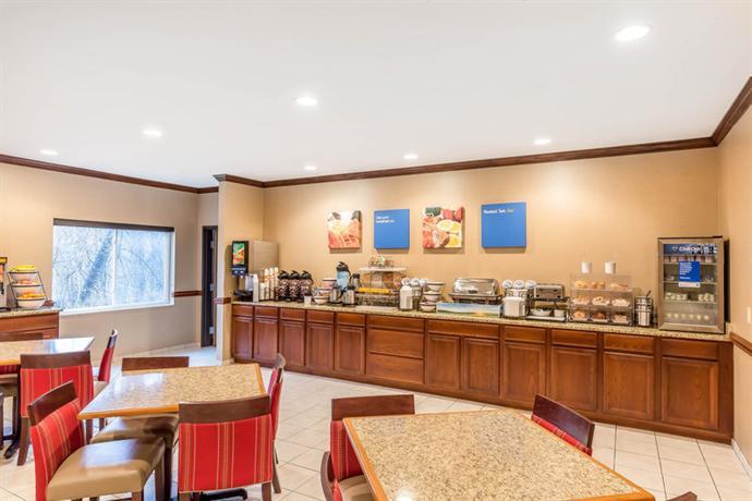 Comfort Inn Amp Suites East Moline Compare Deals