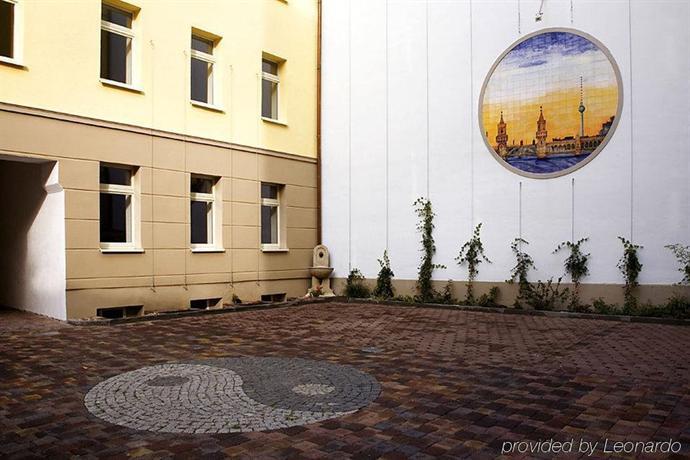 feng shui hotel melarose berlin compare deals. Black Bedroom Furniture Sets. Home Design Ideas