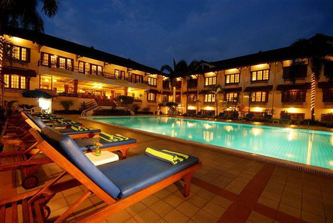 Jogjakarta plaza hotel yogyakarta compare deals for Jogja plaza hotel swimming pool