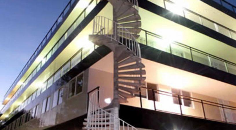 Pine Court Hotel