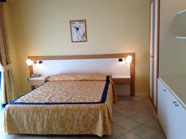 Hotel Le Terrazze Sul Lago, Padenghe sul Garda - Compare Deals