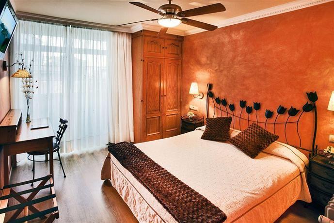 Hotel puerta del sol vigo compare deals for Hotel puerta de sol