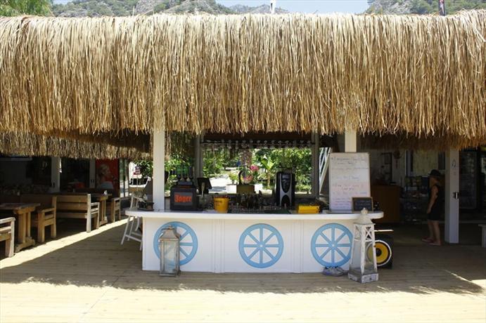 Golden Sand Beach Club & Caravan Holidays