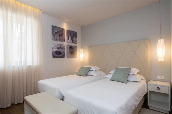 Balatura split luxury rooms compare deals for Split room