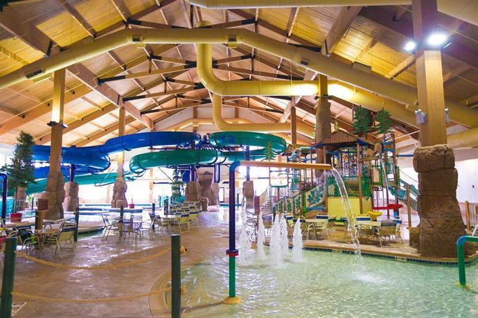 tundra lodge resort waterpark green bay compare deals. Black Bedroom Furniture Sets. Home Design Ideas