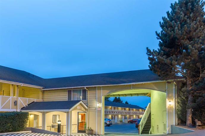 super 8 by wyndham coos bay north bend compare deals. Black Bedroom Furniture Sets. Home Design Ideas
