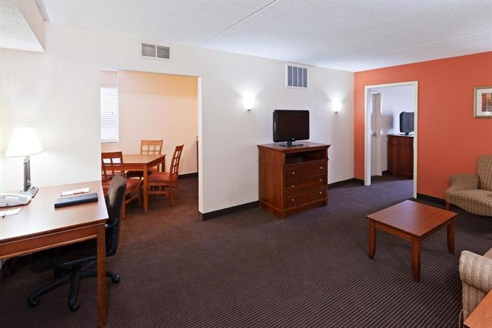 Hotel Rooms With Jacuzzi Suites Indianapolis