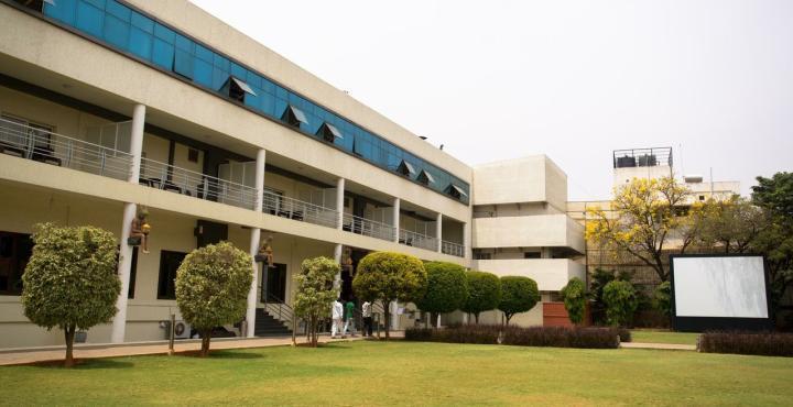 Chairmans club resort bangalore compare deals for Swimming pool near sahakar nagar bangalore