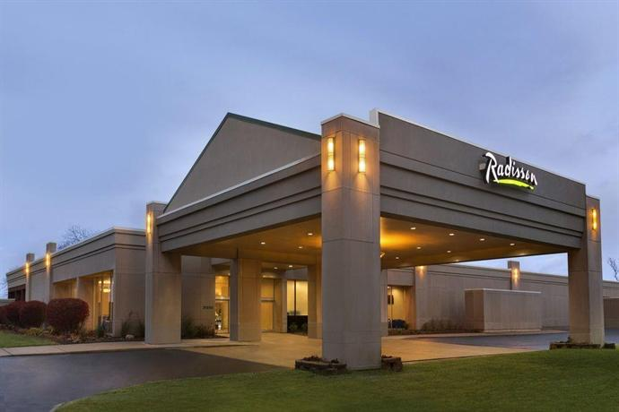 radisson hotel detroit metro airport compare deals. Black Bedroom Furniture Sets. Home Design Ideas