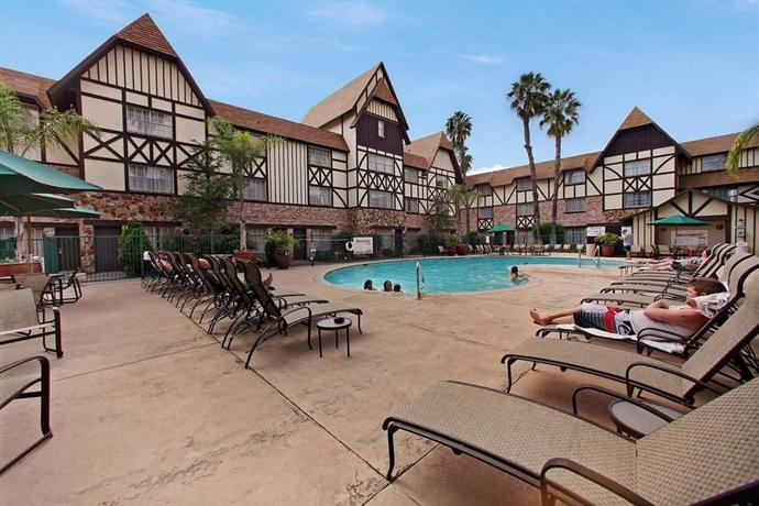 Restaurants In Garden Walk Anaheim: Anaheim Majestic Garden Hotel,Disneyland-Anaheim:Photos