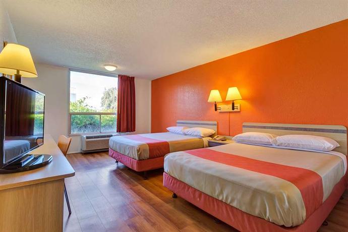 motel 6 san francisco redwood city belmont compare deals. Black Bedroom Furniture Sets. Home Design Ideas