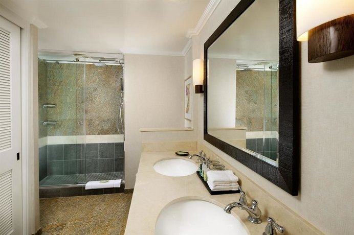Moana Surfrider A Westin Resort & Spa, Honolulu - Compare Deals