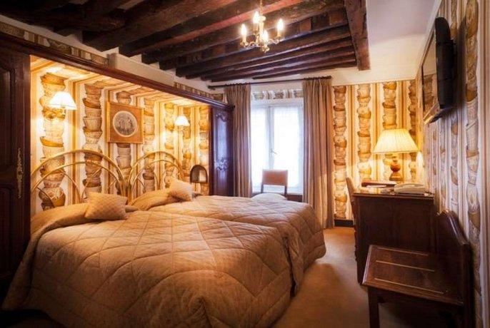 Hotel Saint Germain Des Pres, Paris - Compare Deals