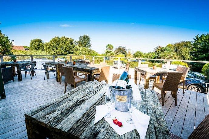 Fleur du jardin hotel castel guernsey compare deals for Hotel du jardin