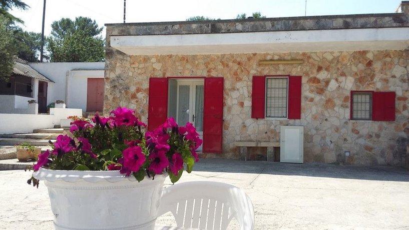 La casa di pietra martina franca compare deals for La pietra tradizionale casa santorini