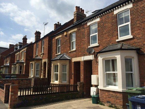Quarters - Islip Road Apartment