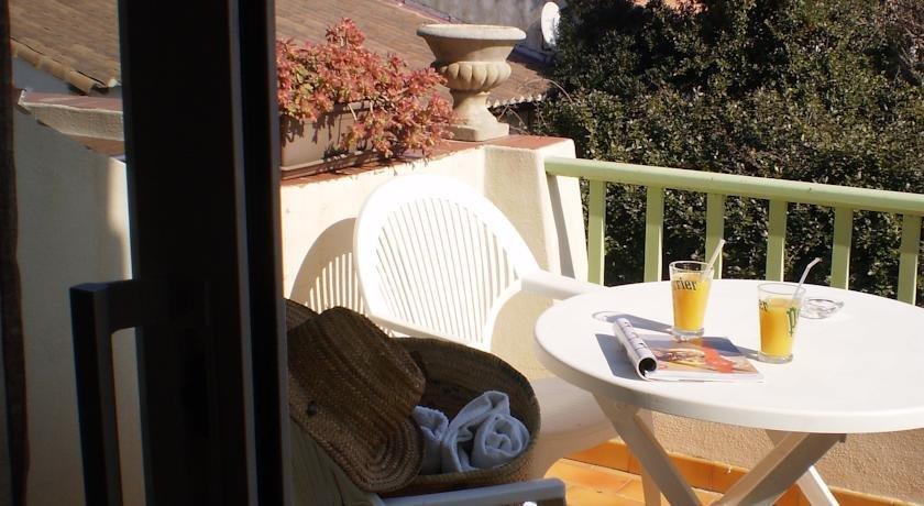 hotel lou marques saintes maries de la mer compare deals. Black Bedroom Furniture Sets. Home Design Ideas