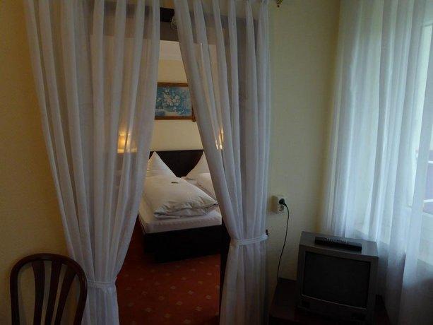 parkhotel bad waldsee compare deals. Black Bedroom Furniture Sets. Home Design Ideas