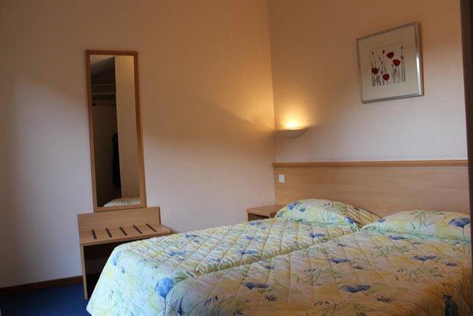 hotel du grand jardin de cassis offerte in corso. Black Bedroom Furniture Sets. Home Design Ideas