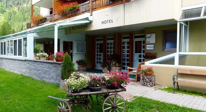 Hotel Ahorni Oberwald