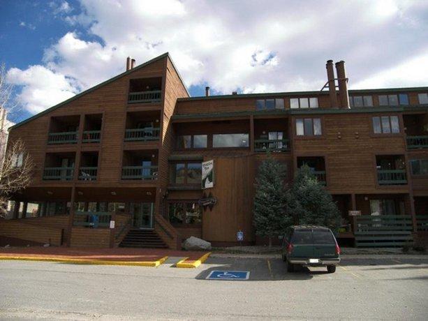 RedAwning Fox Pine Lodge Hotel Room - FPAFH2