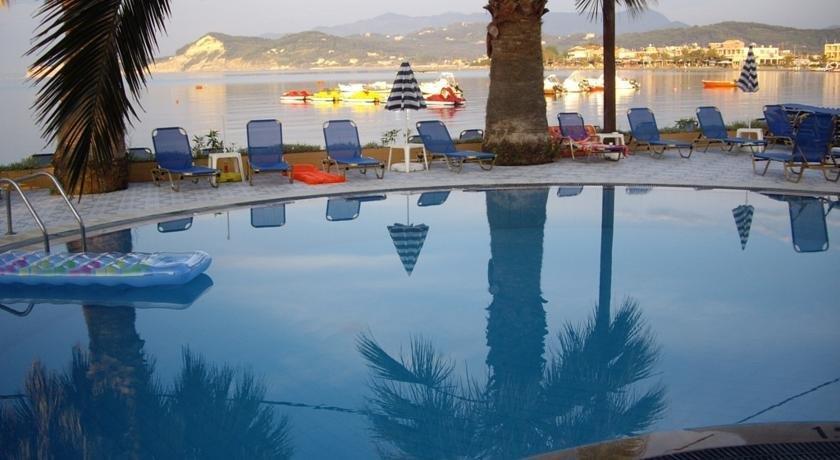 Maria's Beach Hotel & Apartments