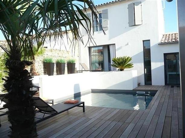 rental villa ile de re villa d 39 architecte contemporaine. Black Bedroom Furniture Sets. Home Design Ideas