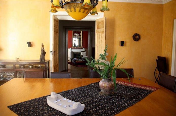 l 39 oreiller d 39 hadrien comparez les offres. Black Bedroom Furniture Sets. Home Design Ideas