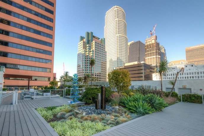 Downtown LA 1-Bedroom with Views