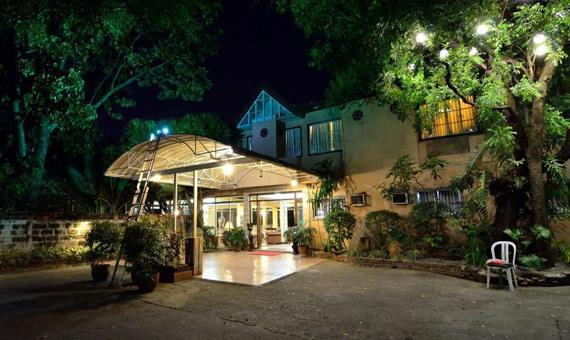 Chitos Hotel