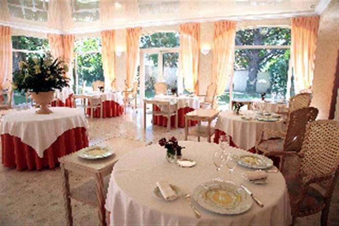 Hotel le mas du soleil salon de provence compare deals - Hotel le mas du soleil salon de provence ...
