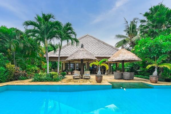 3 Bed Beachfront Villa North Coast Bali