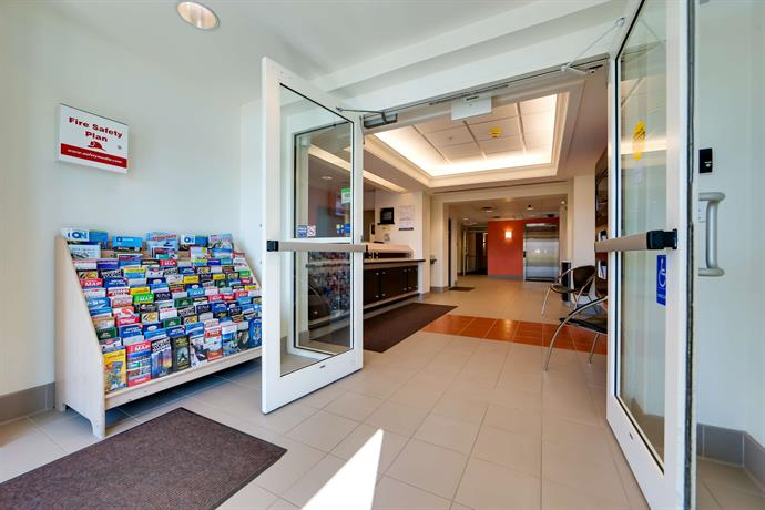motel 6 toronto mississauga 1910 compare deals. Black Bedroom Furniture Sets. Home Design Ideas