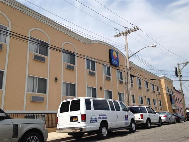 Comfort inn suites jfk airport new york city compare for Hotels closest to jfk airport