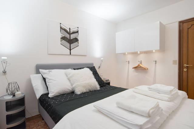testa d 39 oro. Black Bedroom Furniture Sets. Home Design Ideas